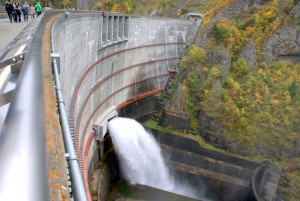 豊平峡ダム 吐水
