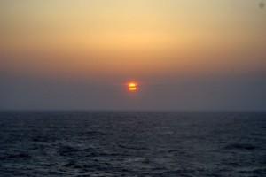 日本海に沈む夕日 フェリー らいらっく
