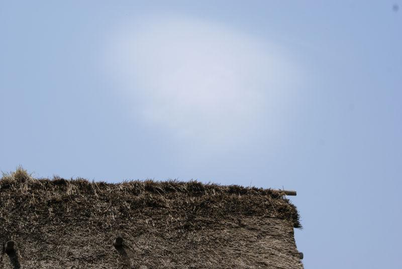 白川郷 屋根と雲